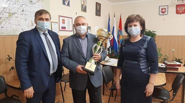Андрей Рюмшин наградил лидера уборочной кампании Республики Крым