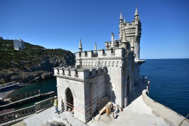 В Крыму одновременно реставрируют и ремонтируют около сотни культурных объектов