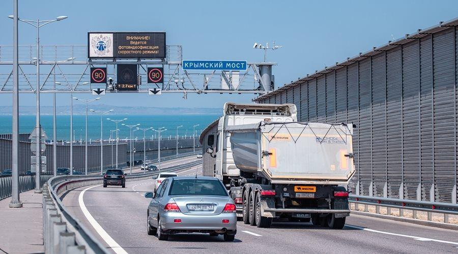 Более 1,5 миллиона грузовиков проехало по Крымскому мосту