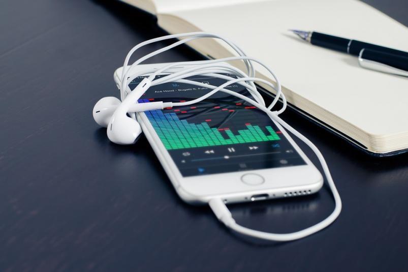 Почему многие осуществляют поиск музыки в интернете?