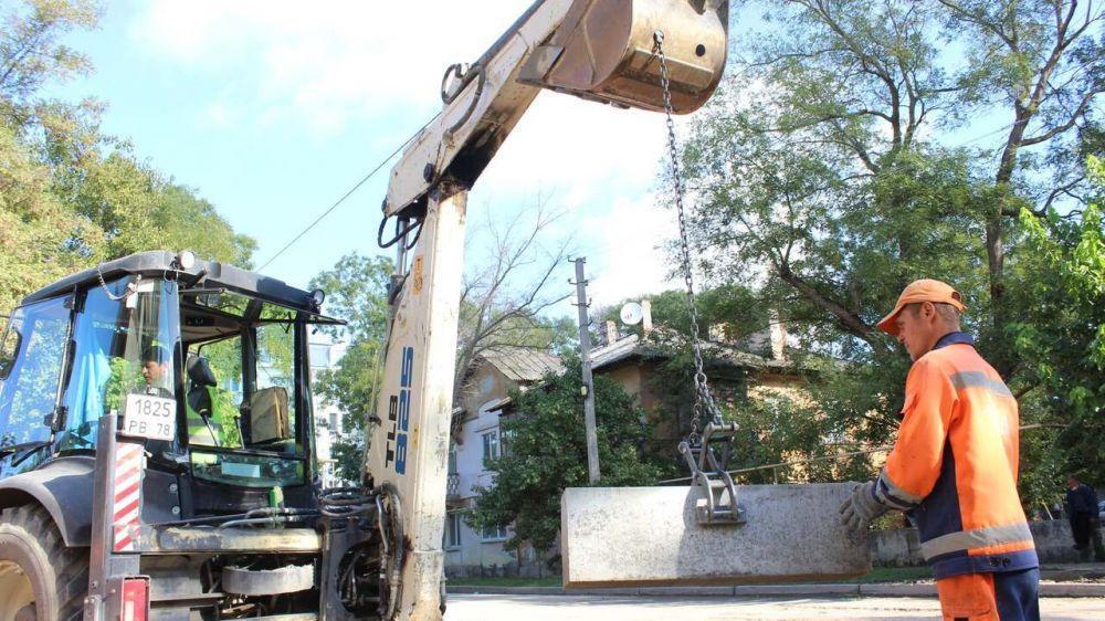 В Керчи даже в выходные дни не останавливается работа по ремонту дорог