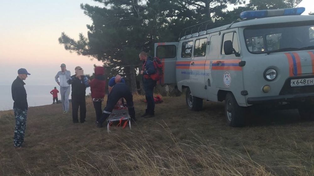 Крымские спасатели оказали помощь группе туристов в районе тропы Таракташ