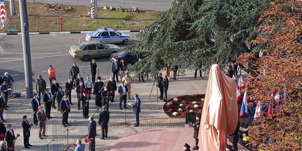 В Симферополе торжественно открыли памятник Амет-Хану Султану дважды Герою Советского Союза
