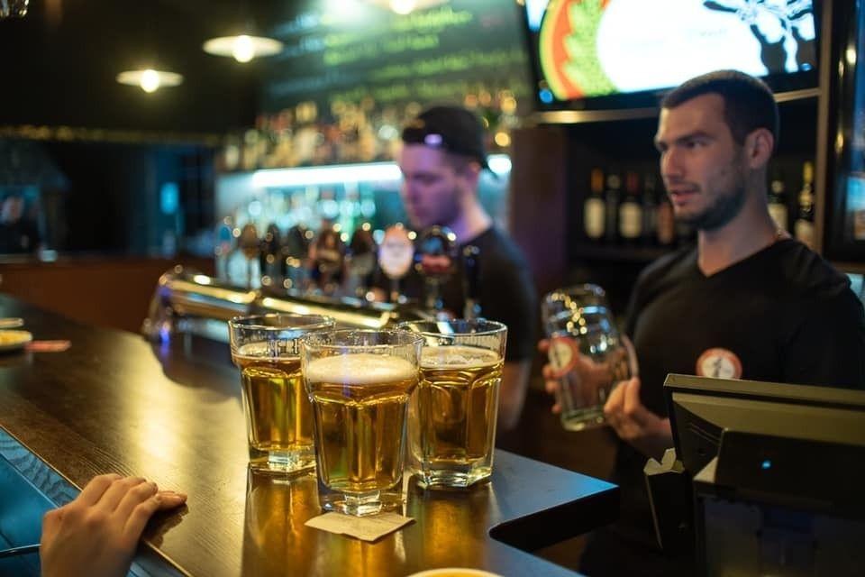 Водка вместо рома и спирт вместо виски: Откровения крымского бармена после курортного сезона