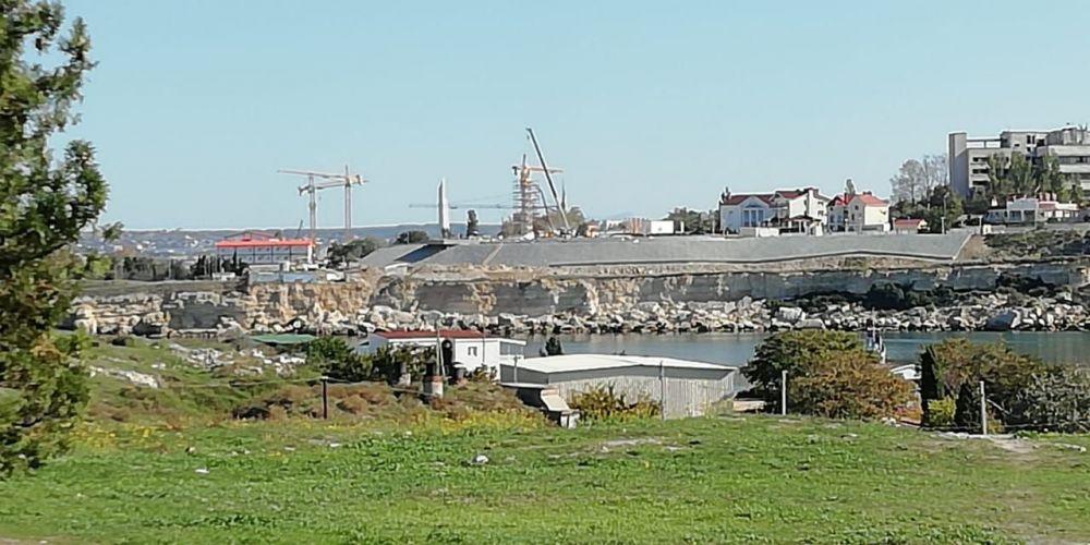 Завершается строительство памятника Примирения в Севастополе