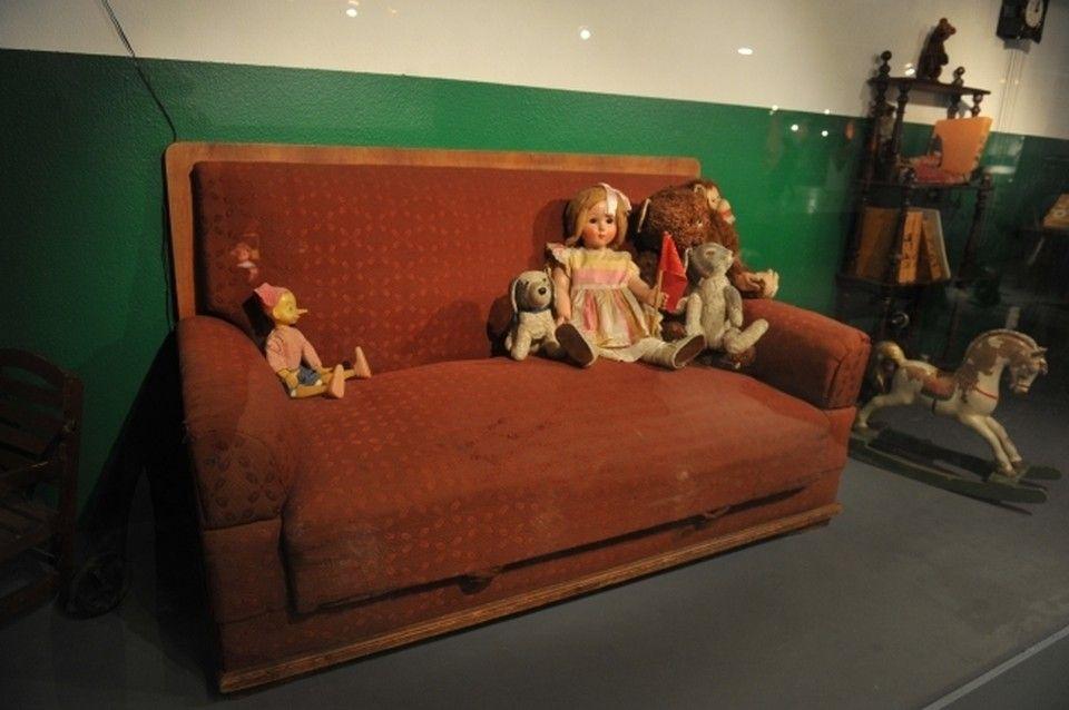 Житель Ялты застрял в диване во время его ремонта