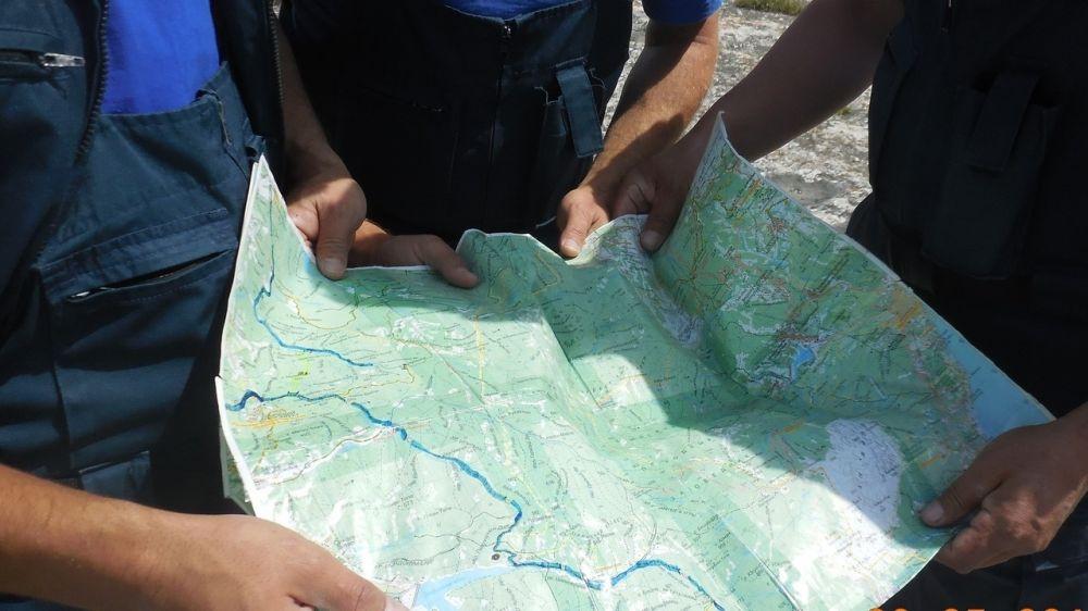 Спасатели ГКУ РК «КРЫМ – СПАС» совершенствуют свои навыки в использовании систем навигации на регулярных тренировках по ориентированию на местности