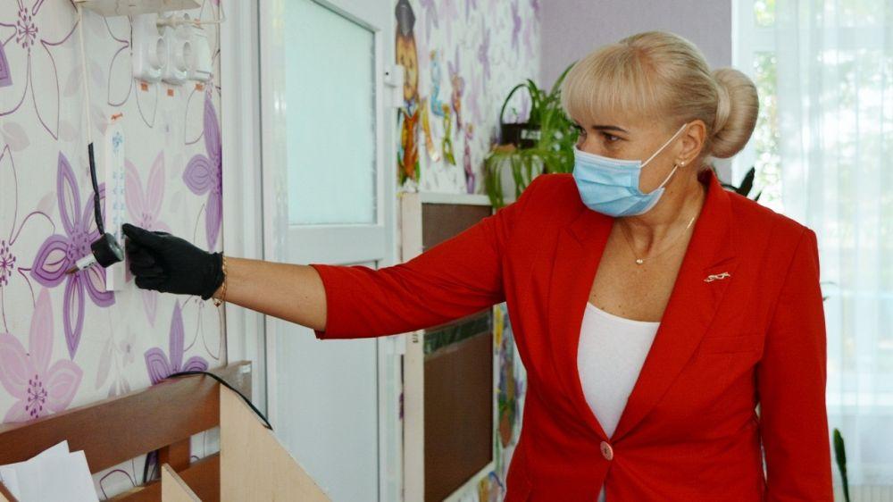 Елена Крестьянинова проверила соблюдение температурного режима в дошкольных учреждениях