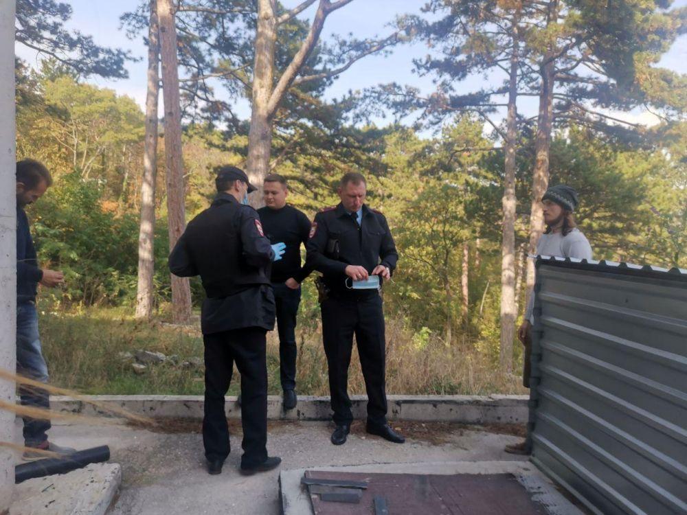 """В Алупке неизвестный мужчина ударил по лицу оператора """"Крым 24"""""""