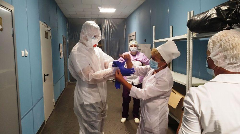 В инфекционном стационаре Феодосии работают студенты-медики
