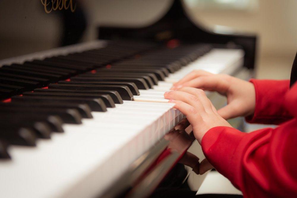 Музыкальные школы Крыма получили новые инструменты