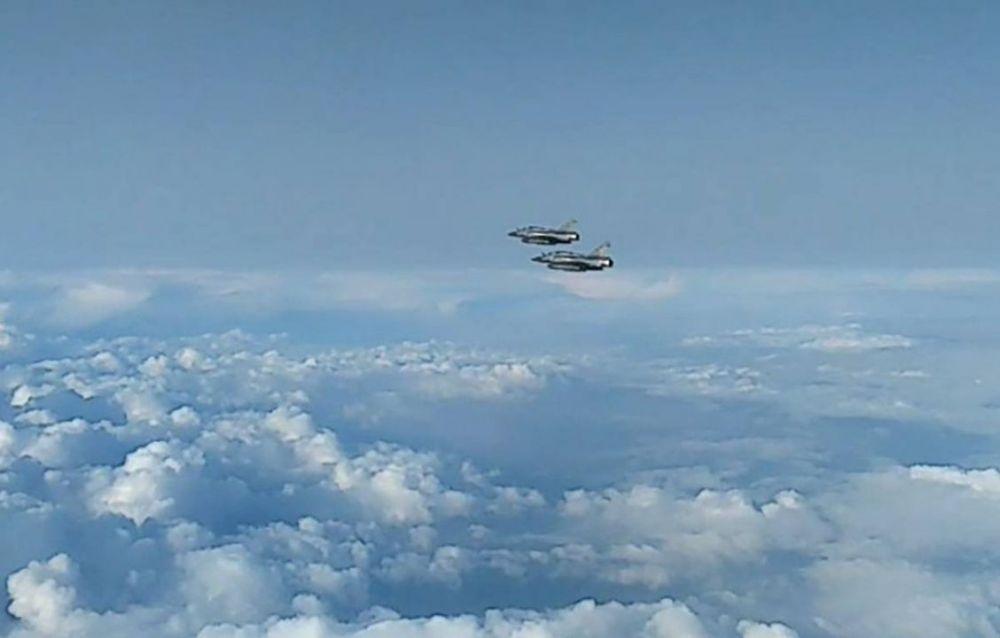 Опубликовано видео полета французских истребителей-бомбардировщиков над Черным морем