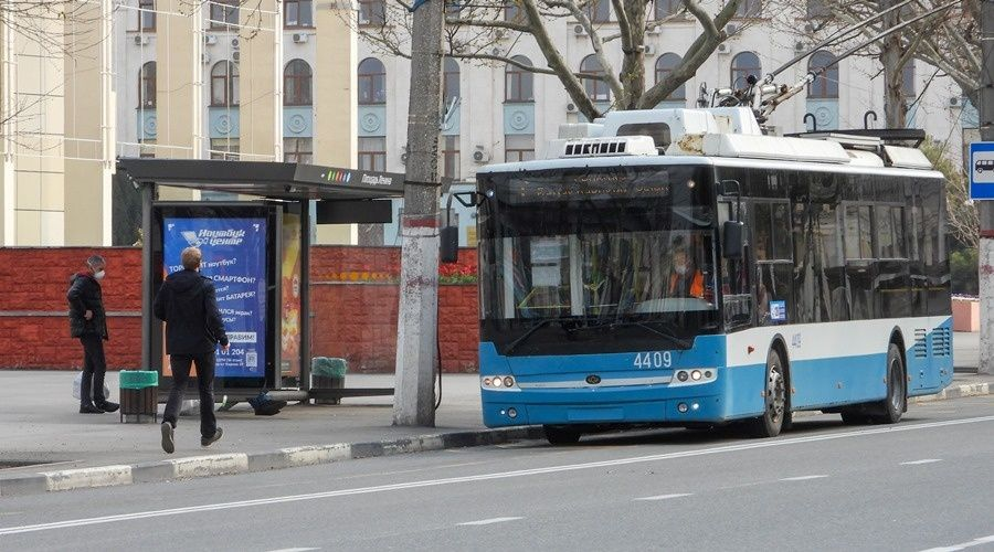 Пассажиров с ноября будут пускать в Крыму в троллейбусы только через переднюю дверь