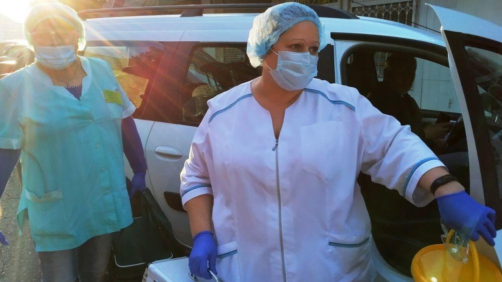 Минздрав РК: Мобильная бригада медиков провела вакцинацию от гриппа в 67 трудовых коллективах в Феодосии