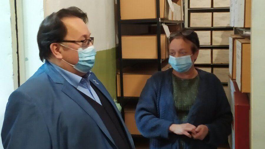 Олег Лобов с рабочим визитом посетил архивный отдел администрации Сакского района
