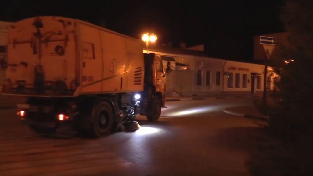 Каждую ночь на улицы Керчи выходит спецтехника для уборки дорог