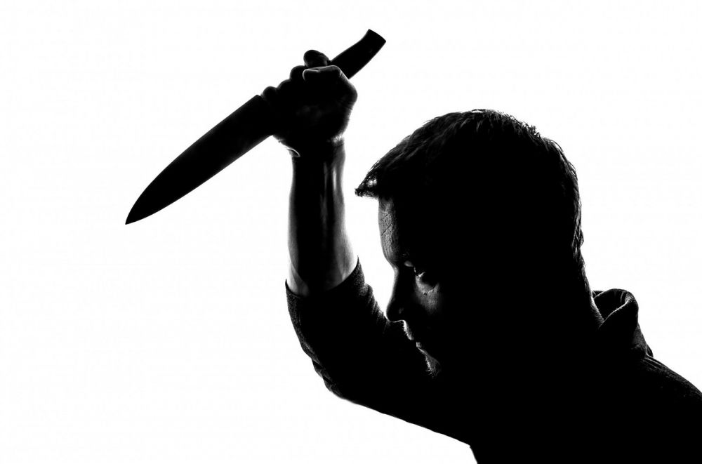 В Крыму разозлившийся мужчина набросился с ножом на малознакомого человека