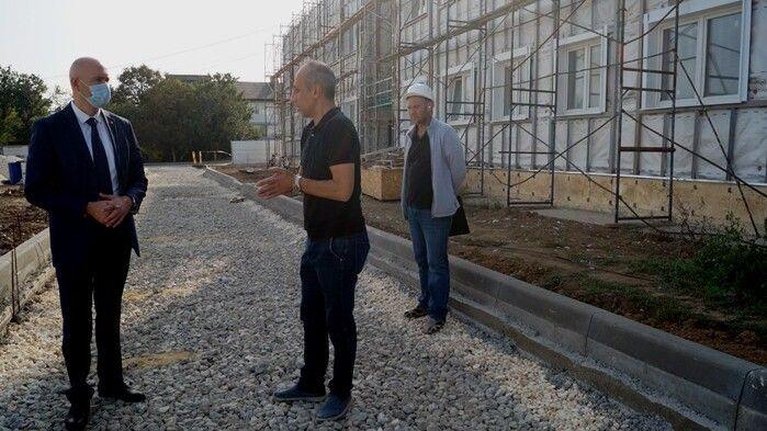 Владимир Трегуб посетил объект строительства ФЦП «Строительство дошкольной образовательной организации в пгт Советский Советского района на 300 мест»