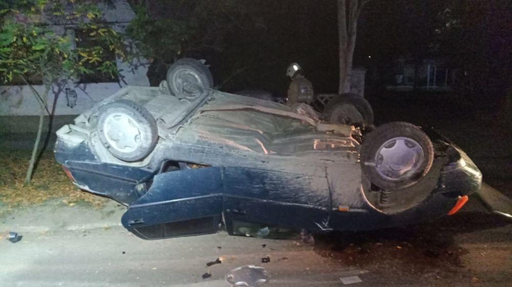 В Приморском ночью водитель перевернулся на авто