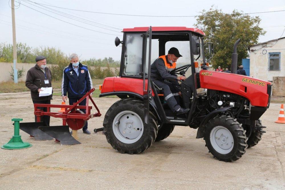Что умеет делать лучший тракторист Крыма?