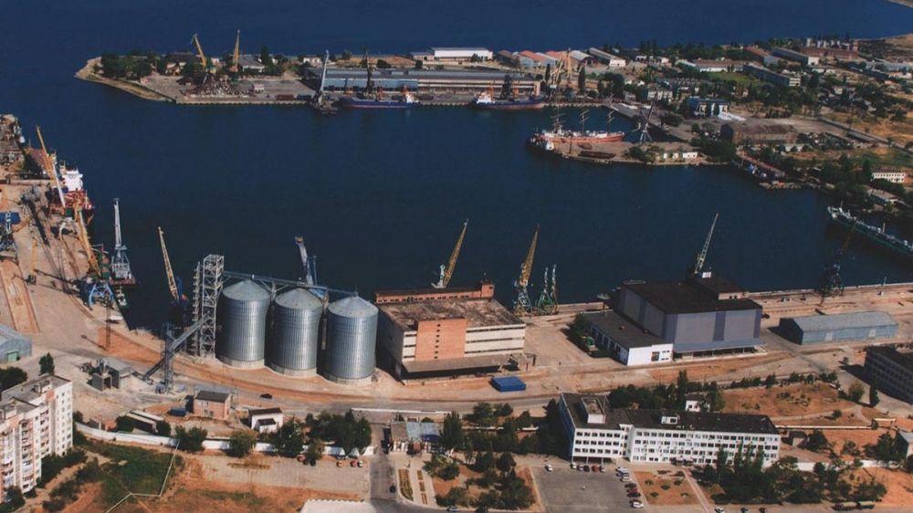 Дмитрий Шеряко проверил реализацию инвестпроектов по производству цементной смеси, рыбодобывающую компанию и терминальный комплекс по переработке нефтепродуктов и газа