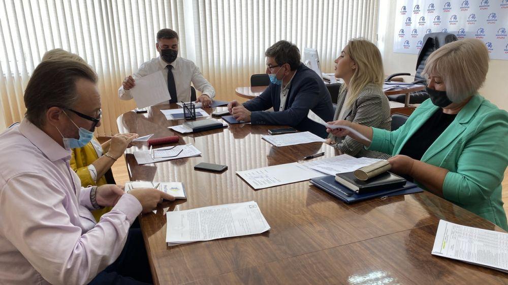 Александр Трянов провел совещание с руководителями крупных торговых сетей республики