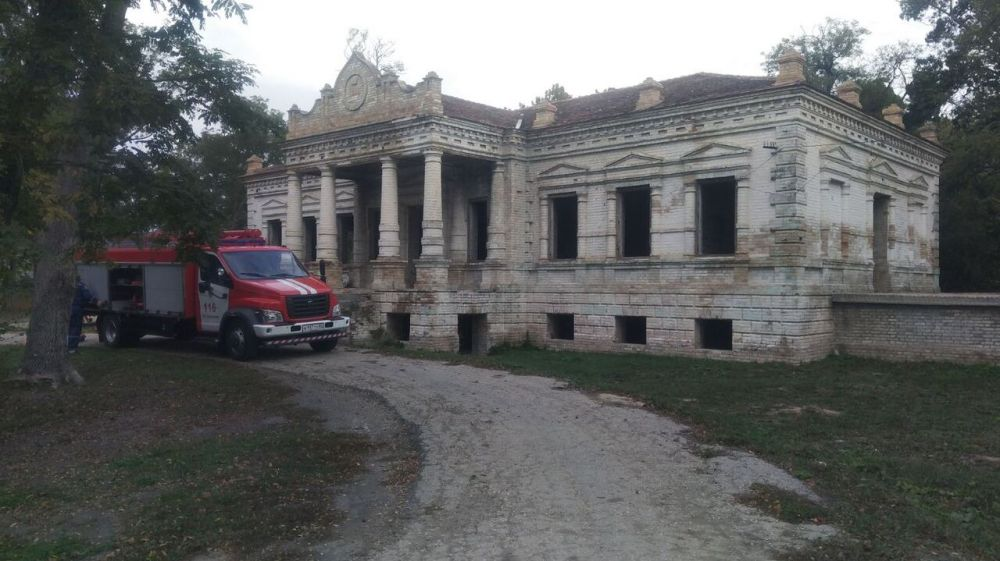 Огнеборцы ГКУ РК «Пожарная охрана Республики Крым» провели пожарно-тактическое занятие на территории исторического объекта