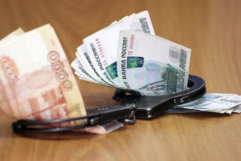 Севастопольский чиновник попался на взятке в 20 тысяч рублей
