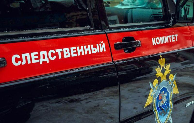 На школьном дворе в Крыму упавшие качели травмировали ребенка — Следком начал проверку