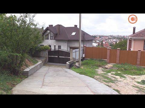 Жители улицы Генерала Мельника страдают от дождей и соседей (СЮЖЕТ)
