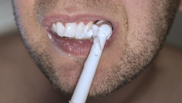 Как безопасно отбелить зубы: советы врача