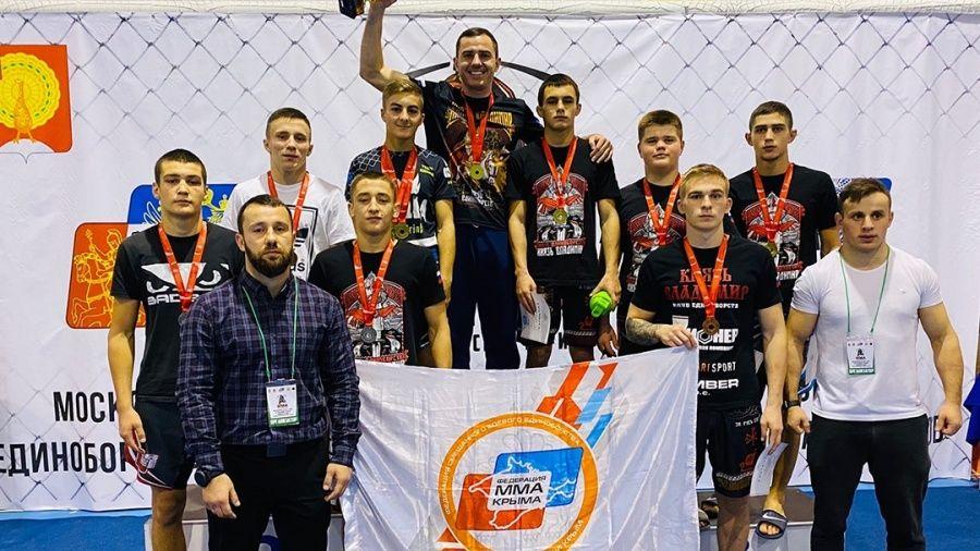 Крымские бойцы – лучшие на турнире по смешанному боевому единоборству в Серпухове
