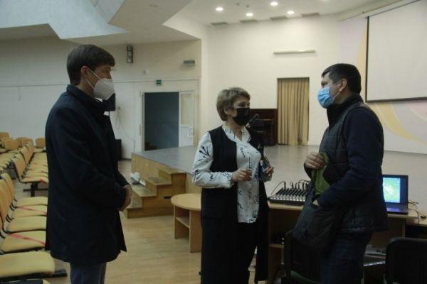 Старшеклассникам Симферопольской академической гимназии показали фильм «Красный»