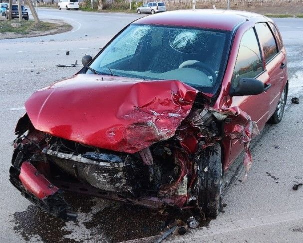 В Старом Крыму девушка пострадала в лобовом столкновении автомобилей