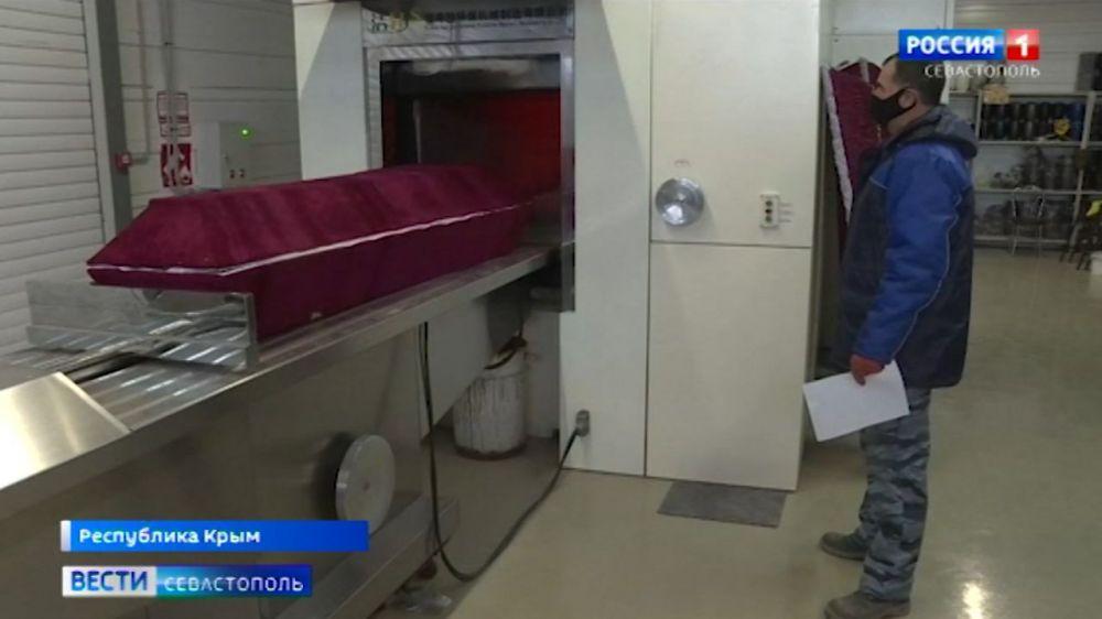 В Севастополе начали производить гробы из картона