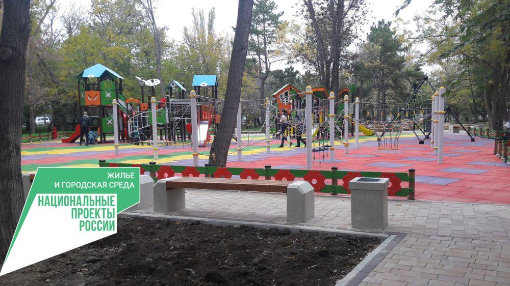 В Крыму продолжаются работы по благоустройству скверов, парков и общественных территорий