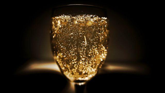 Россиянам порекомендовали не пить шампанское в новогоднюю ночь
