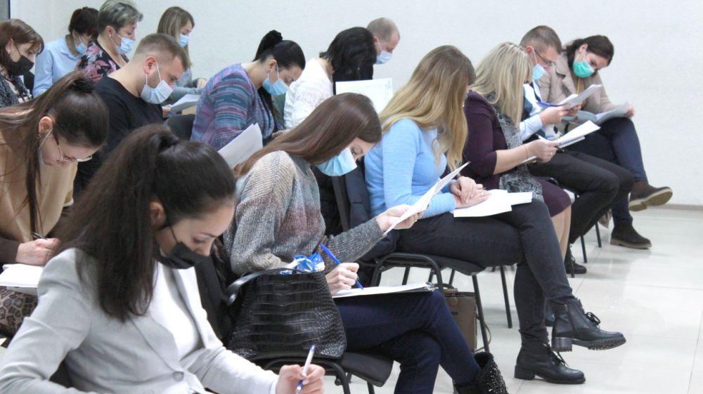 Специалистов Госкомрегистра проверили на знание основ федерального и республиканского законодательства – Александр Спиридонов