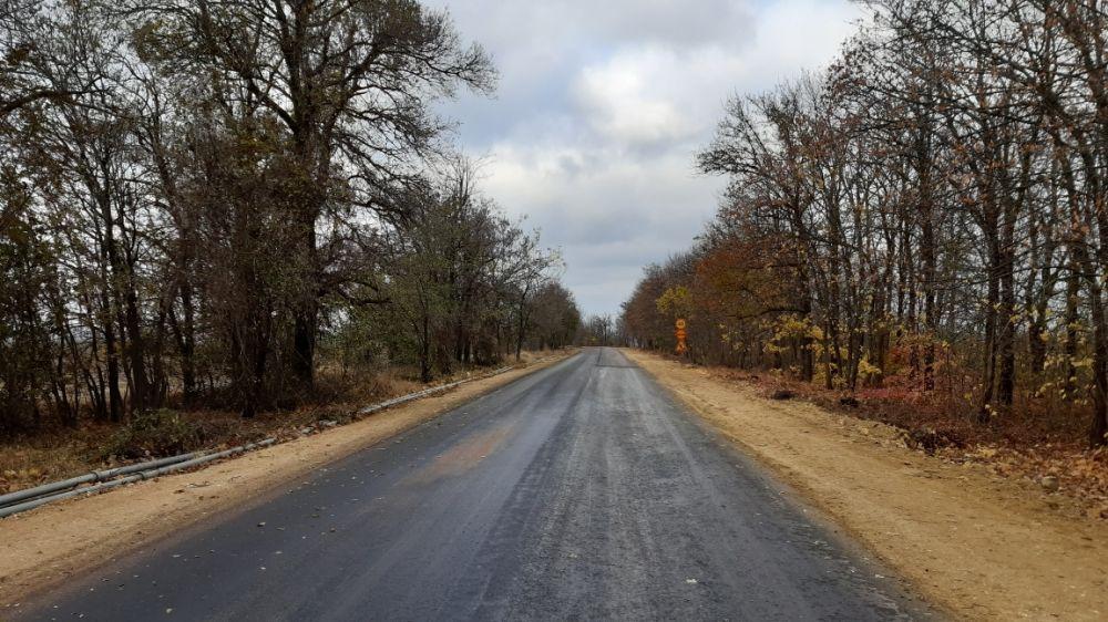 В Мазанском сельском поселении ведутся работы по обустройству остановочных павильонов ремонту дороги