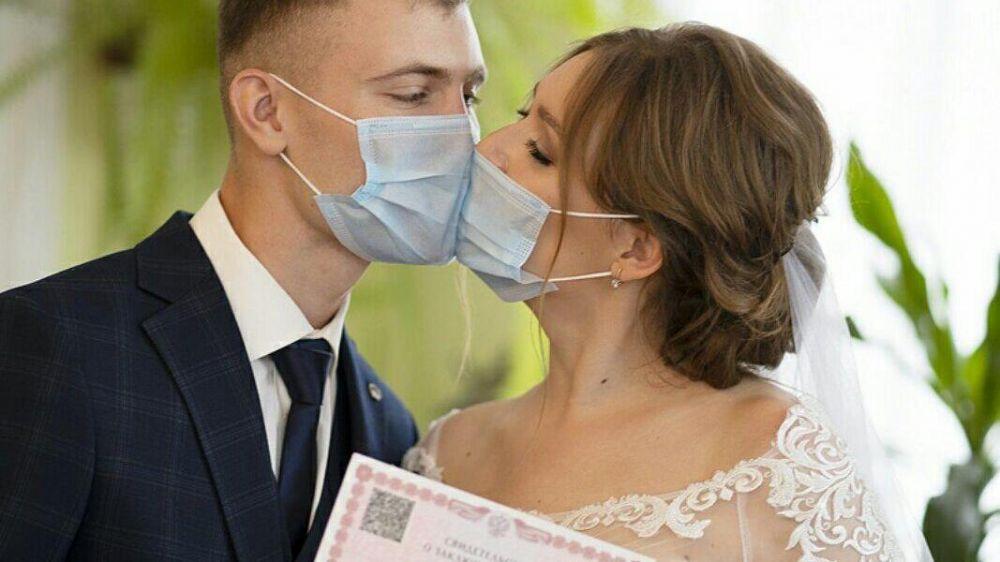 Более 1100 браков и рождений зарегистрировали отделы ЗАГС Крыма за две недели