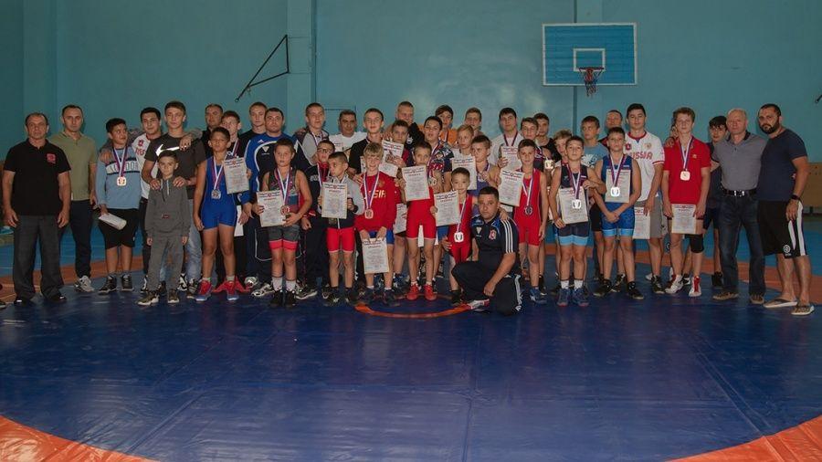 Борцы Красногвардейского района определили сильнейших в общей и специальной физической подготовке