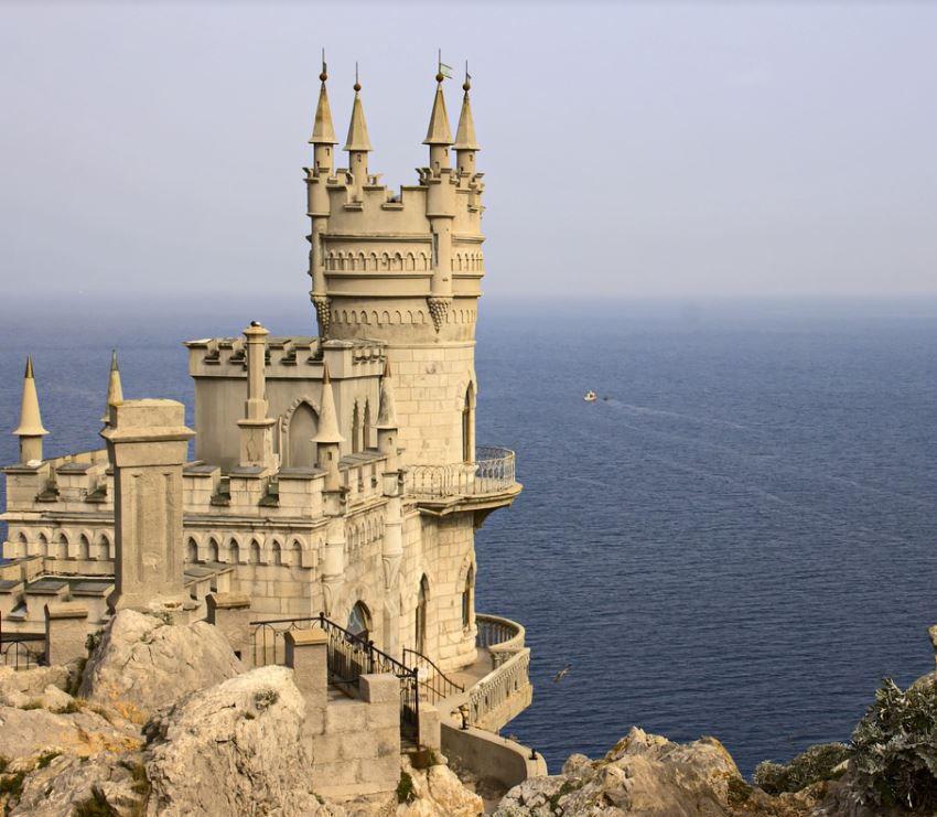 В Крыму торжественно открыли замок «Ласточкино гнездо»