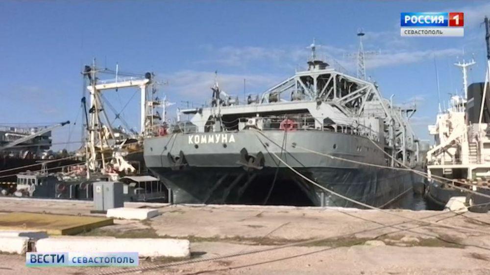 Спасательное судно «Коммуна» направляется в Севастополь с глубоководным аппаратом на борту