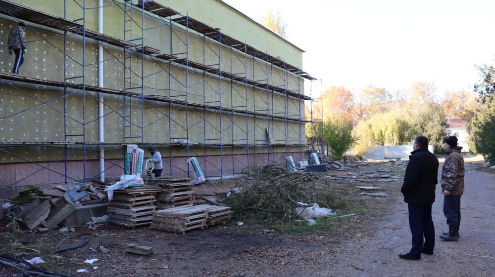 Михаил Слободяник проверил ход работ на строительных объектах и объектах благоустройства Сакского района
