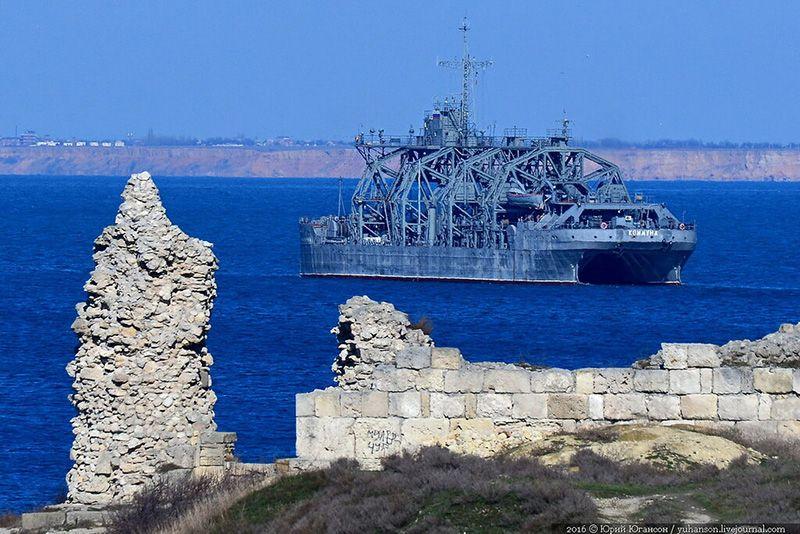 Спасательное судно «Коммуна» возвращается в Севастополь с глубоководным аппаратом на борту