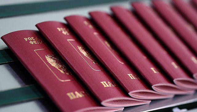 На непризнание Киевом российских паспортов крымчан ответили в Госдуме