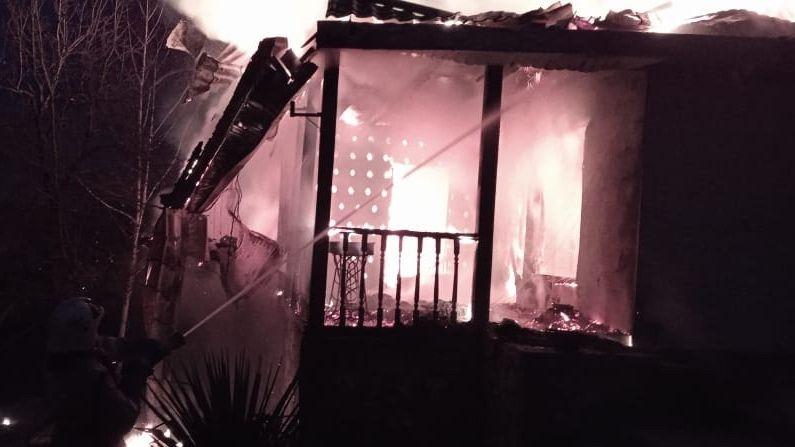 Крымские огнеборцы ликвидировали пожар в жилом доме