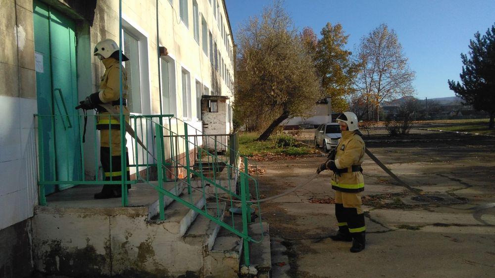 Сотрудники ГКУ РК «Пожарная охрана Республики Крым» продолжают проводить ряд мероприятий в образовательных учреждениях полуострова, направленных на укрепление противопожарной защиты