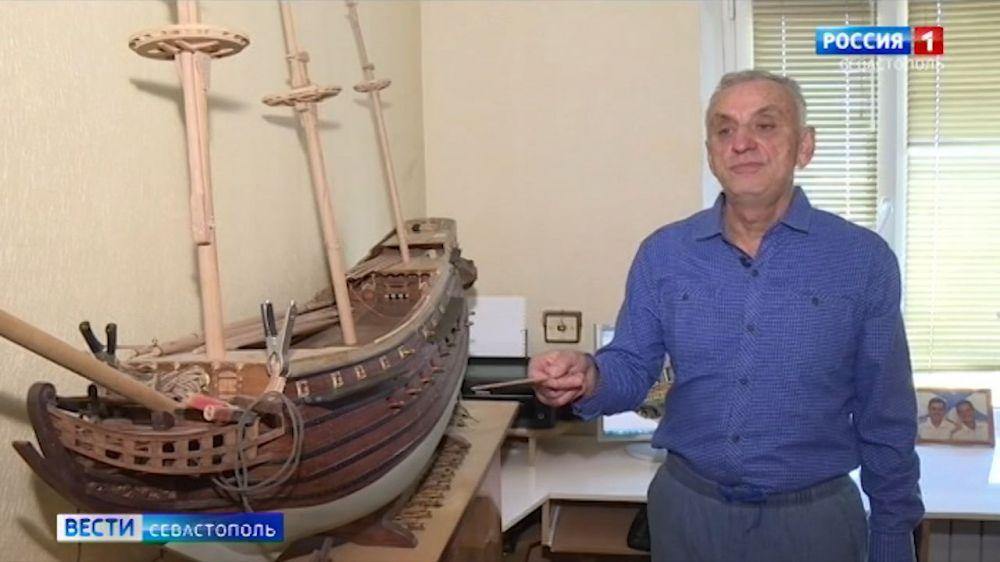 Севастопольский мастер создает из дерева парусники прошлых веков