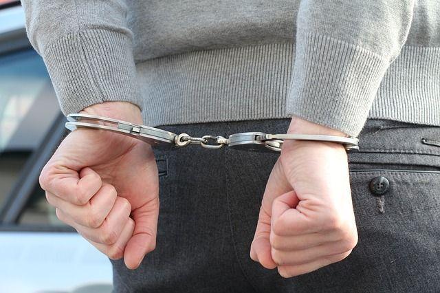 Бывший первый заместитель главы администрации Евпатории задержан по подозрению в получении взятки в крупном размере